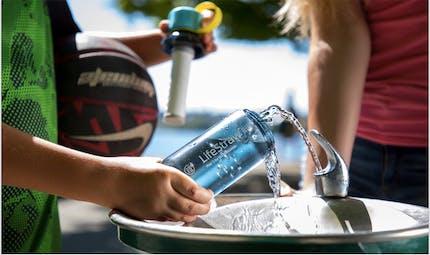 Bactéries dans l'eau: la première gourde filtrante pour enfants