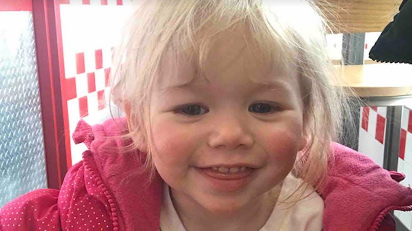 Cette fillette est allergique à l'eau, ses parents lancent un appel à l'aide (vidéo)
