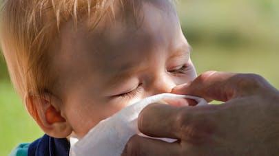 Rhinite, asthme, toux, allergies aux pollens... Les  allergies respiratoires chez les bébés