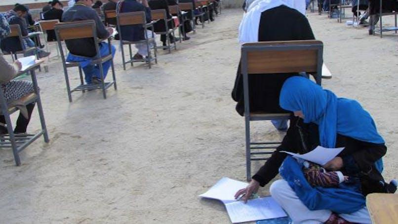 Afghanistan : la maman étudiante qui avait ému la planète sera accueillie à l'Université