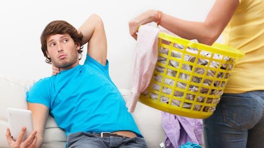 Couple : une étude révèle la tâche ménagère qui crée le plus de disputes
