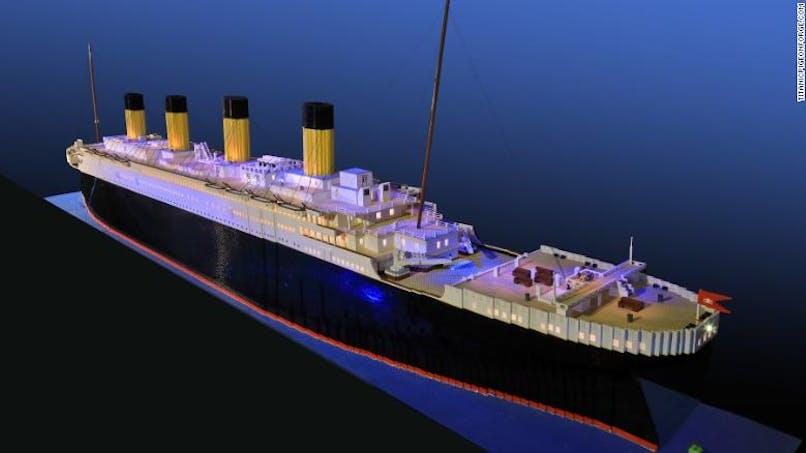 Un petit garçon autiste construit la plus grande réplique Lego du Titanic au monde