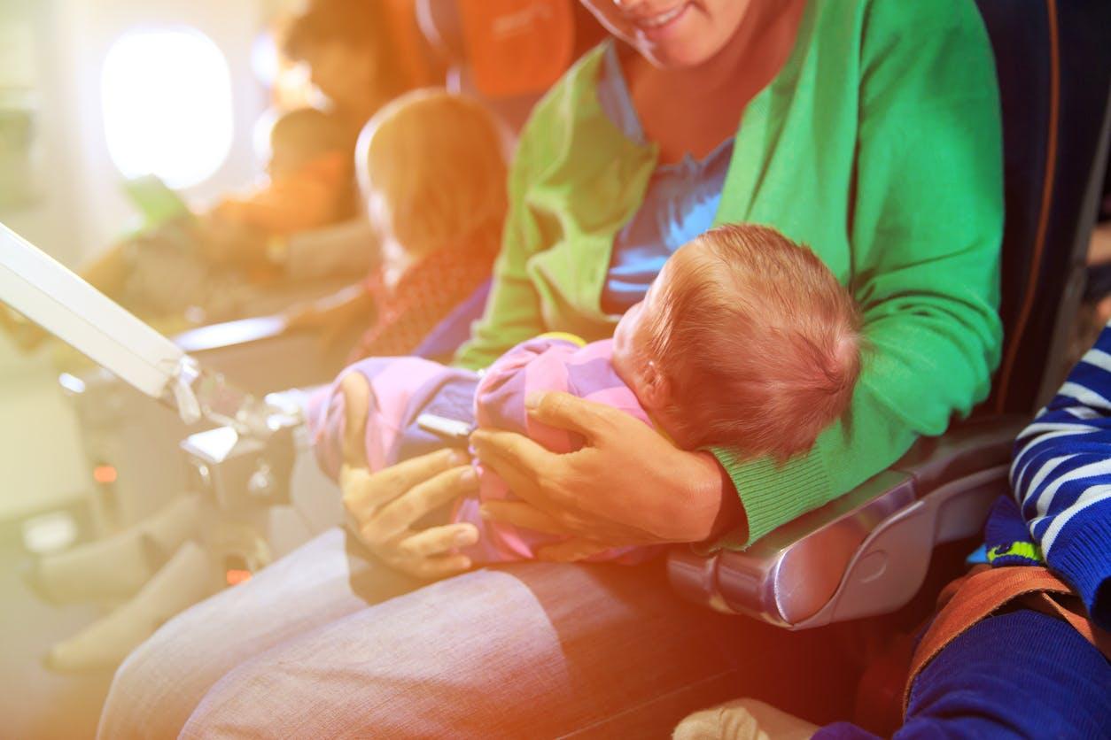 prendre l avion avec bebe sans carte d identite Prendre l'avion avec un bébé | PARENTS.fr