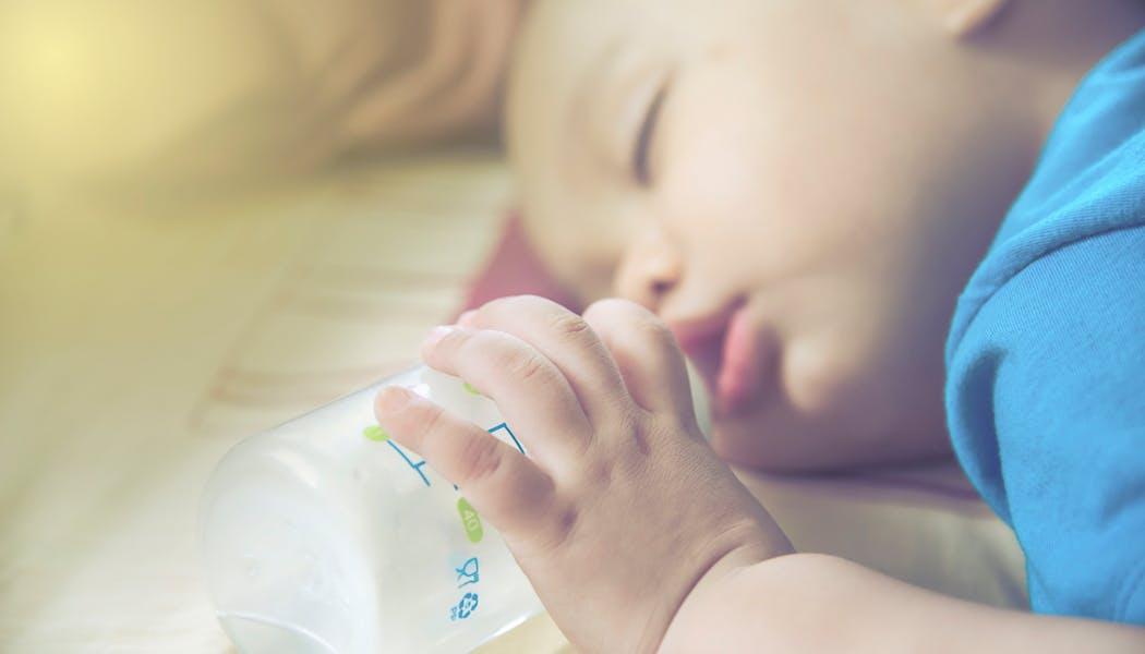 Syndrome du biberon : protégez ses dents de lait !