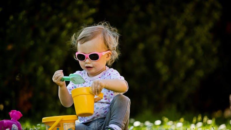Lunettes de soleil : le bon choix pour protéger les yeux de bébé