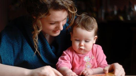 Bien grandir: 11 bonnes raisons de lui lire des histoires