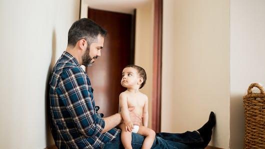 """Témoignage : « A quoi pense le père quand Bébé dit """"papa"""" pour la première fois ? »"""