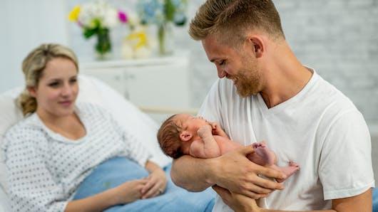 Un tiers des papas auraient préféré ne pas assister à l'accouchement