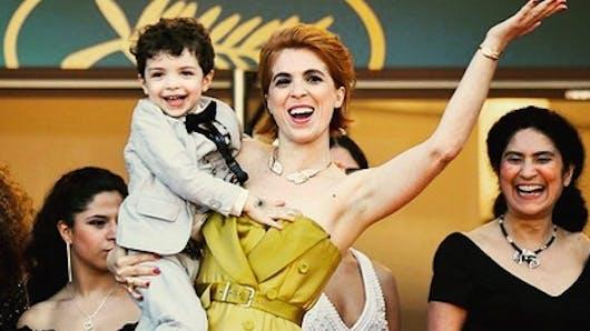 Cannes : le fils d'une réalisatrice fait craquer la Croisette (vidéo)