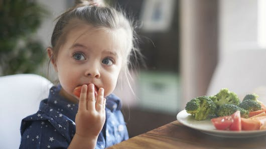 L'éducation sensorielle encourage les enfants à manger sain