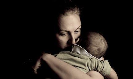 Baby-blues et dépression post partum : quelle différence ?