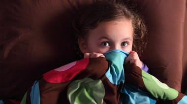 Mon enfant a peur de l'orage, comment le rassurer ?