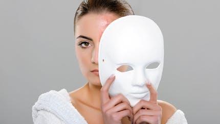 Acné de la femme : un médicament antihypertenseur pour le traiter spécifiquement