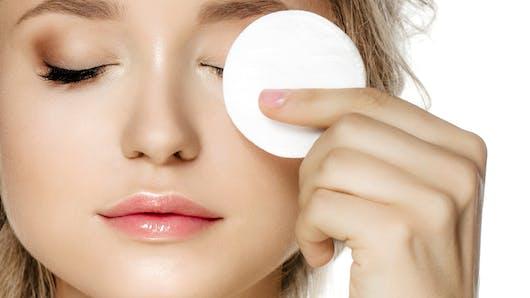 Hygiène : ce que l'on risque à aller se coucher avec du mascara