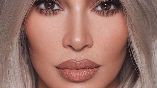 Kim Kardashian dévoile une photo d'elle au lit avec ses trois enfants