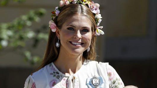 La princesse Léonore de Suède se roule par terre pendant le baptême de sa sœur, ses parents très gênés (vidéo)