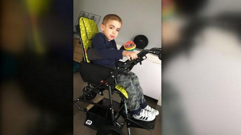 Equipe de France de football : un Bleu rembourse la poussette adaptée d'un enfant handicapé (vidéo)