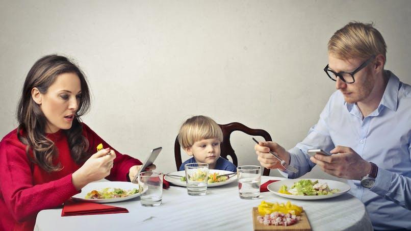 Le déchirant message d'une enfant à propos du téléphone de sa mère