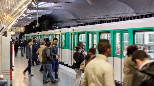Accouchement dans le RER: celle qui a aidé la maman raconte comment ça s'est passé