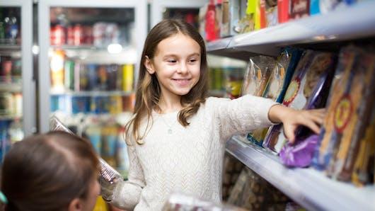 Pourquoi il faut éviter de consoler les enfants avec leur aliment préféré