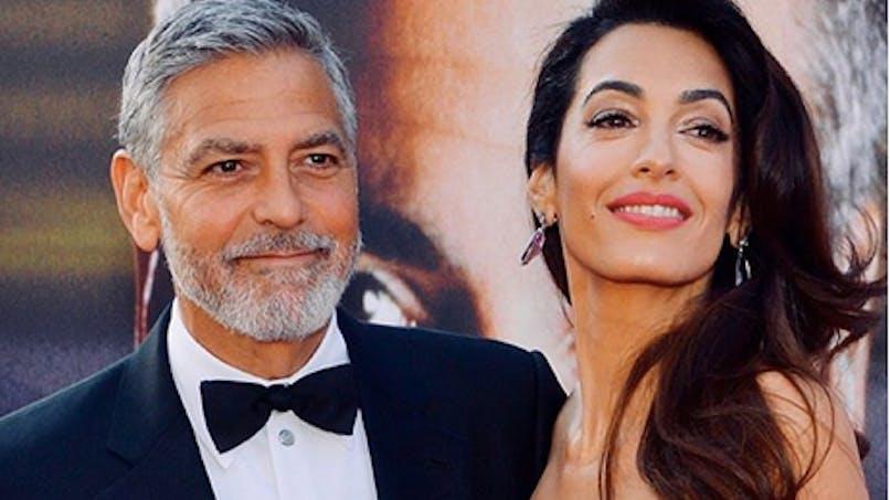 Les Clooney font un don de 100 000 euros pour les enfants séparés de leurs parents