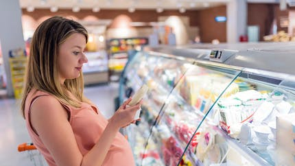 Salmonellose pendant la grossesse : précautions, risques et symptômes
