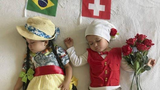 Coupe du monde de football de 2018 : elle habille ses jumelles aux couleurs des équipes qui s'affrontent (diapo)