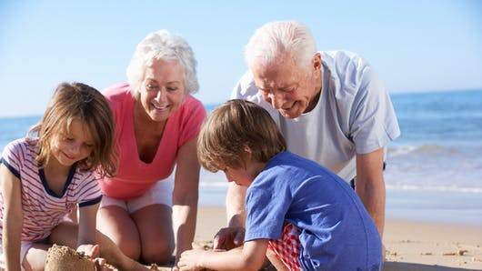Grands-parents : un mode de garde régulier ou occasionnel pour deux tiers des enfants