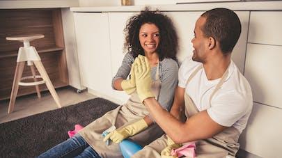 Pollution intérieure : se laver les mains et bien faire le ménage diminue l'exposition