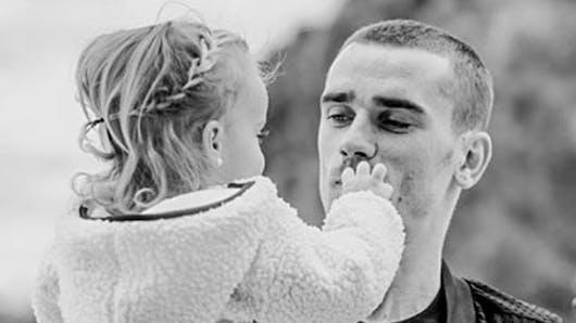 Antoine Griezmann : comment il protège sa fille de 2 ans des réseaux sociaux