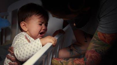 bébé pleure dans la nuit
