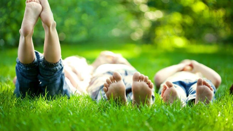 Enfants: se déplacer pieds nus influence le développement de compétences motrices
