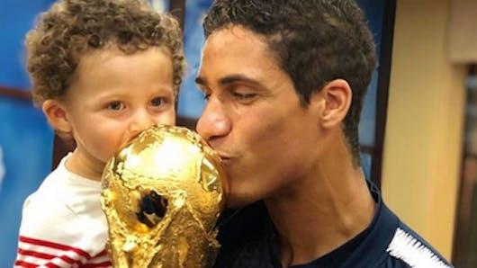 Les Bleus fêtent la victoire en famille (photos)