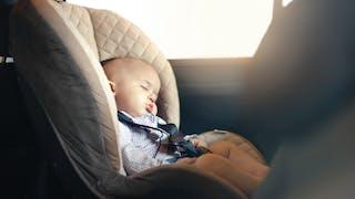 Ille-et-Vilaine : les pompiers sauvent un bébé enfermé dans une voiture