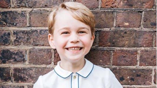 Le Prince George s'initie à son rôle de futur roi