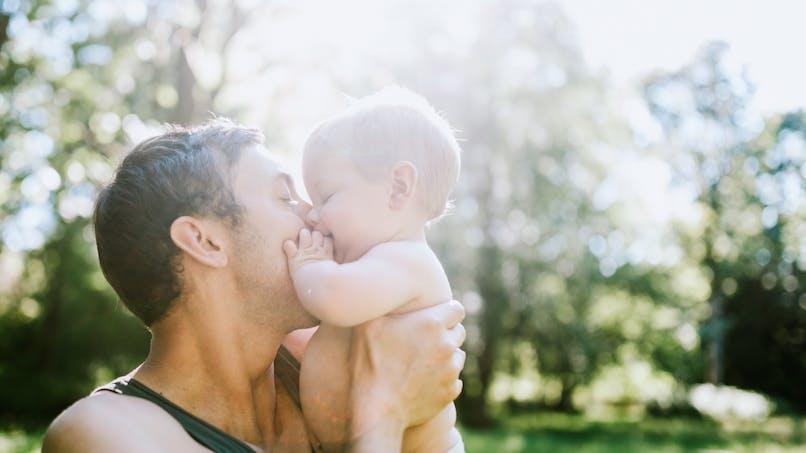 Canicule : évitez les écharpes de portage pour bébés