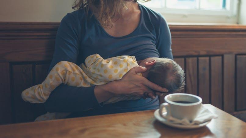 Allaitement : la réaction hilarante d'une maman priée de se couvrir (photo)