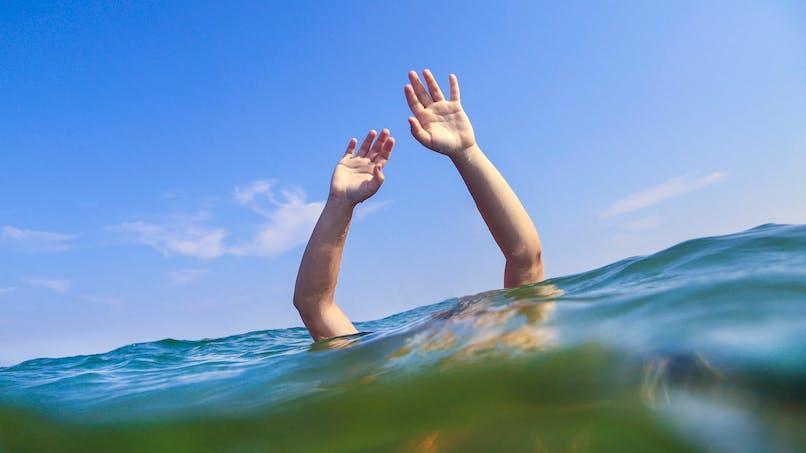 Quatre jeunes vacanciers sauvent une mère et sa fille de la noyade