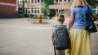Un enfant et sa maman, le jour de la rentrée