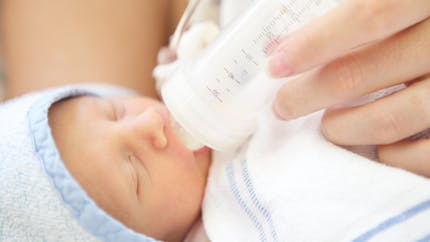 6 règles d'or pour bien donner le biberon à son bébé