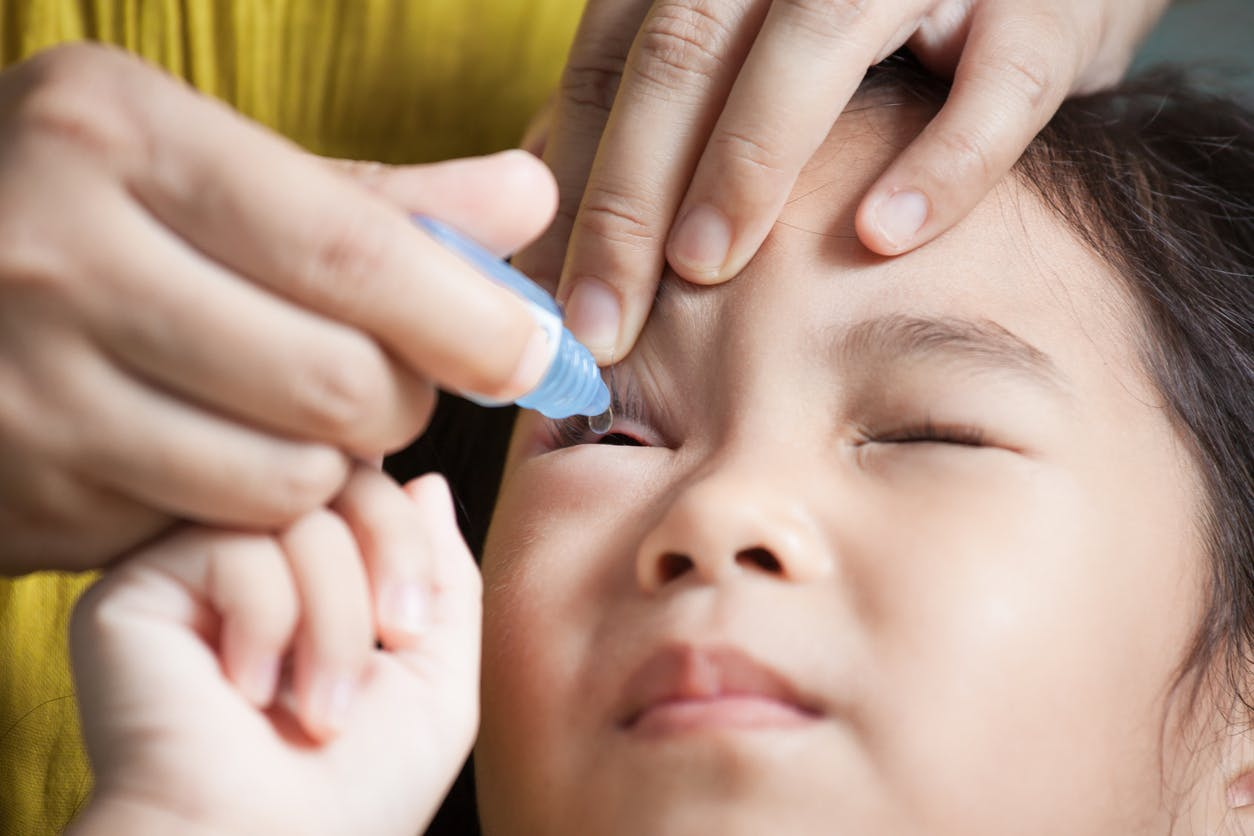 Conjonctivite chez bébé : symptômes et traitement | PARENTS.fr