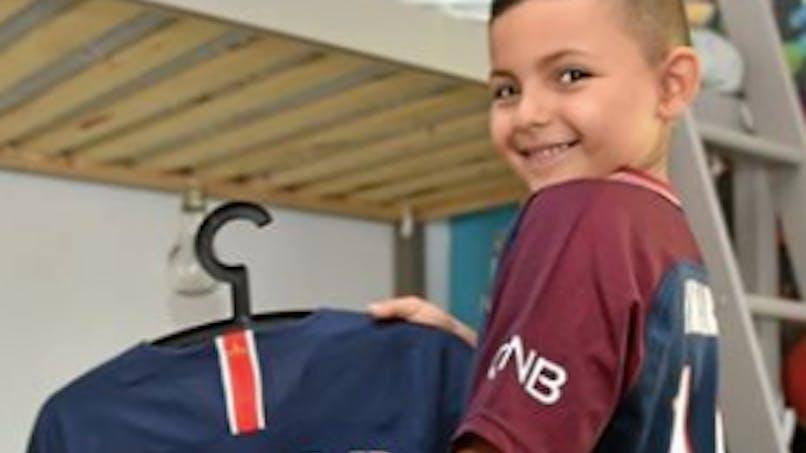 Le petit garçon à qui Neymar a donné son maillot remercie son idole (vidéo)