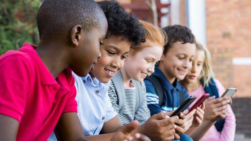 Quelle place tient le téléphone portable dans les relations parents-enfants?
