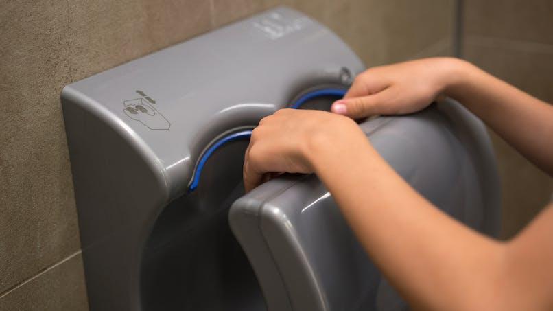 Hygiène : les sèche-mains à air diffuseraient trop de bactéries