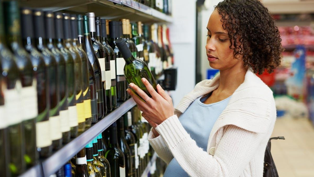 Alcool et grossesse : bientôt un pictogramme plus gros sur les bouteilles ?