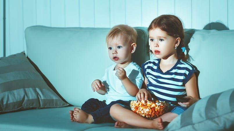 A 18 mois, un bébé sur deux regarde déjà la télévision régulièrement