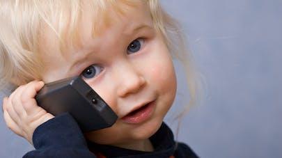 """""""Maman est tombée"""" : l'enregistrement poignant d'un enfant appelant le 18"""
