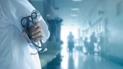un médecin à l'hôpital