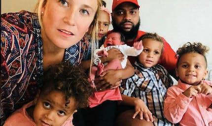 Etats-Unis: elle accouche dans sa voiture avec ses 4 enfants à bord!
