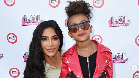 Kim Kardashian : sa fille North, 5 ans, défile pour la première fois (vidéo)